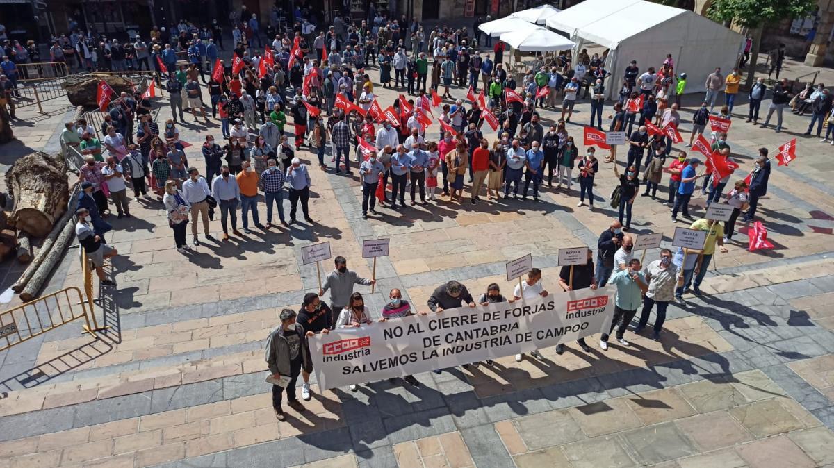 Concentración de la plantilla de Forjas de Cantabria.